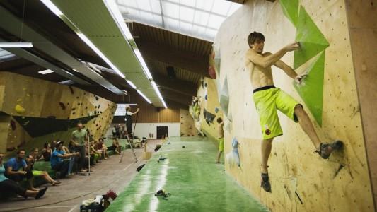 2014-WM-Lehrgang-Bouldern-Pfungstadt-Jan-Hojer-Foto-Vertical-Axis