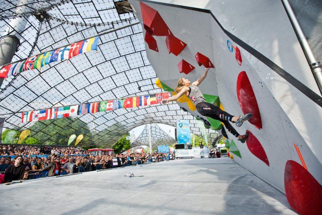 Den Startschuss zu diesem einzigartigen Event in Deutschland gibt die Deutsche Meisterschaft im Bouldern: Am 16. und 17. Mai 2020 treten im Olympia-Eissportzentrum in München die besten deutschen Boulderinnen und Boulderer gegeneinander an.