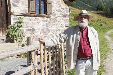 Prof. Dr. Rudolf Simek führt durch eine Reise der Geschichte unserer Alpen - (C) BummFilm
