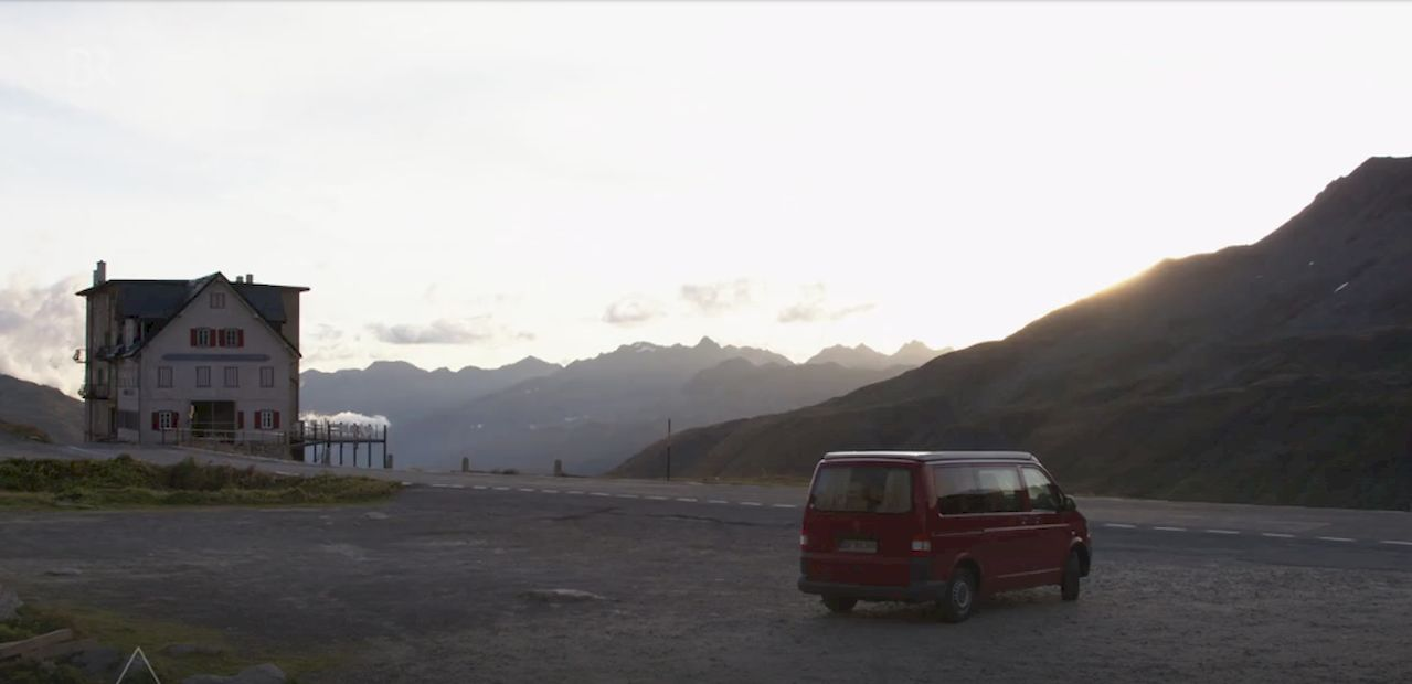 VW Bus - Schweizer Berge- Kletterszene
