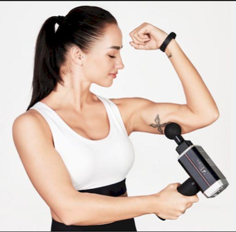 Casada healthcare:  Die MediGun PRO von Casada healthcare soll die Sportmassage mobil machen. Der bürstenlose Motor mit hohem Drehmoment erlaubt die Bearbeitung von verkrampftem und ermüdetem Muskelgewebe.