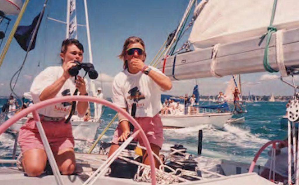 Die Skipperin Tracy Edwards hat einen Traum, doch keine Crew und kein Boot. Das sind allerdings kleine Probleme im Verhältnis zum Gegenwind, der der 26-jährigen Engländerin Ende der Achtziger aus dem männerdominierten Segelsport entgegenweht.