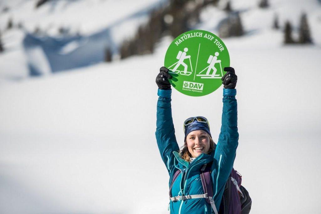 """Welche Routen naturverträglich sind, haben der DAV und das Bayerische Umweltministerium bzw. das Bayerische Landesamt für Umwelt im Rahmen des Projektes """"Skibergsteigen umweltfreundlich"""" und der Untersuchung """"Wildtiere und Skilauf im Gebirge"""" herausgefunden."""