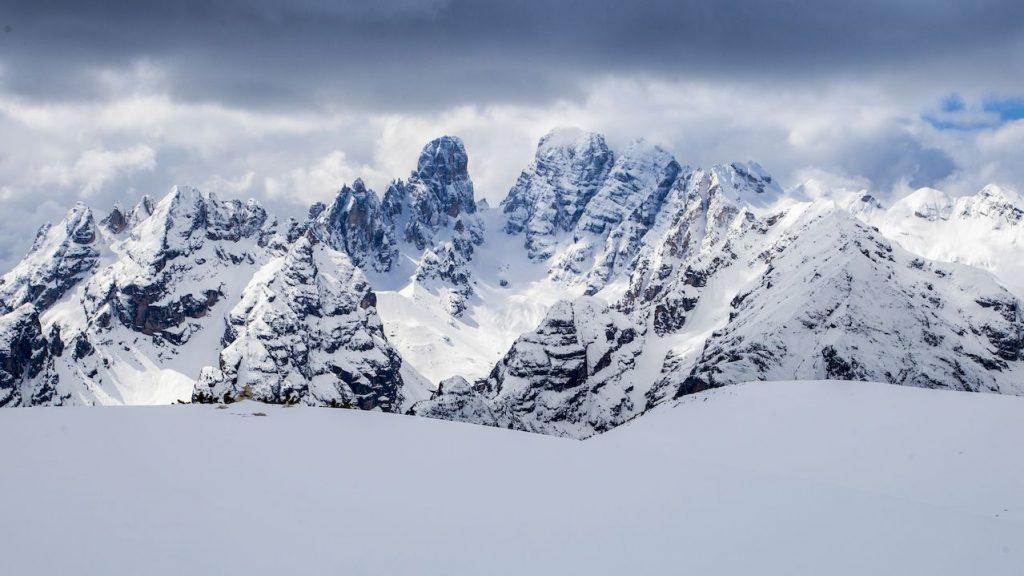 Die Weißen Dolomiten sind ein Traum-Ziel für begeisterte Kletterer. Das Abenteuer Berg ist in den Südtiroler Dolomiten jedoch nicht nur auf die Felswände beschränkt.
