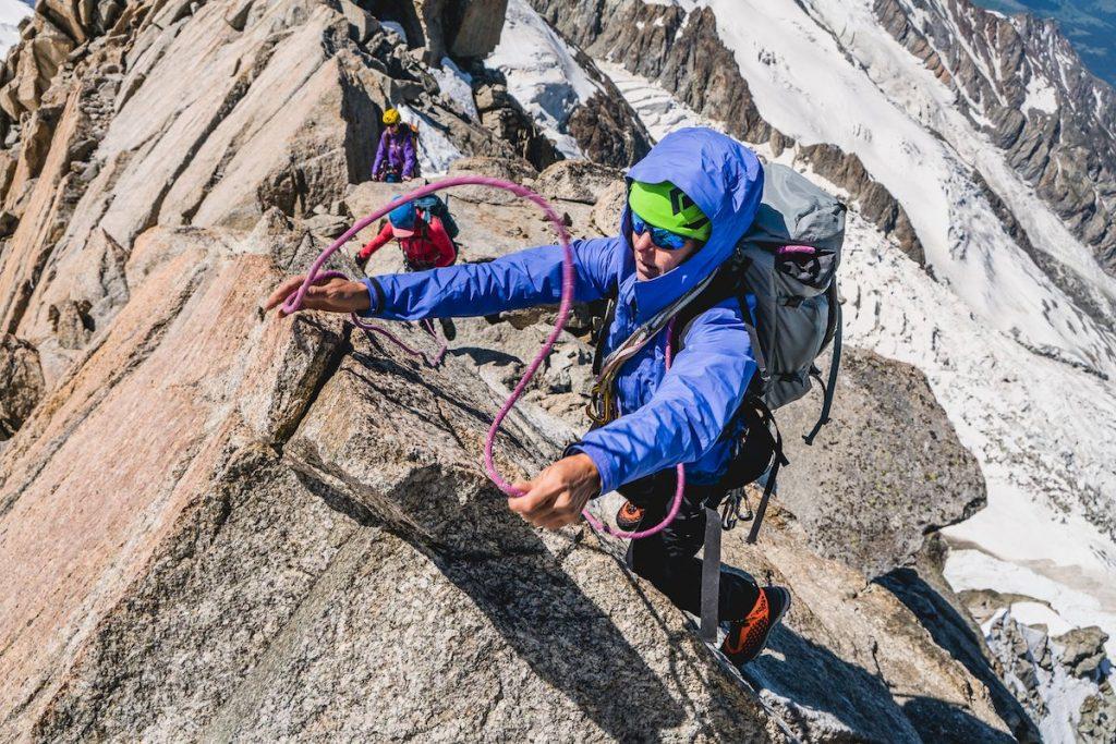 Die Arc'teryx Alpine Academy, weltweit größte Outdoorveranstaltung für Alpinisten, findet vom 2. bis 5. Juli 2020 zum neunten Mal in Chamonix-Mont-Blanc statt. Menschen aller Nationalitäten und mit ganz unterschiedlichen alpinistischen Levels kommen für hier ein langes Wochenende im Herzen de