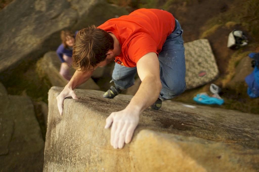 Bouldern in Gritstone - Gerhard Falke Foto: Lukas Binder