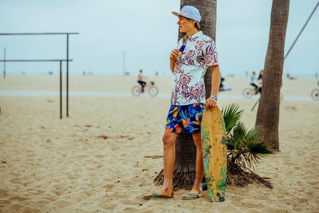Alex Megos Longboard Muscel Beach - Red Bull