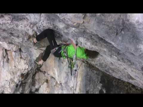 Adam Ondra Open Air (9a+) SChleierwaserfall