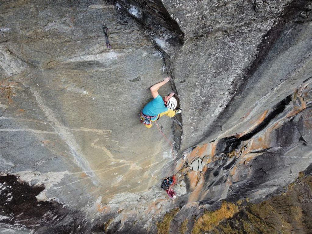 Christopher Igel in Space Force (8a+/230m) im Val Bavona