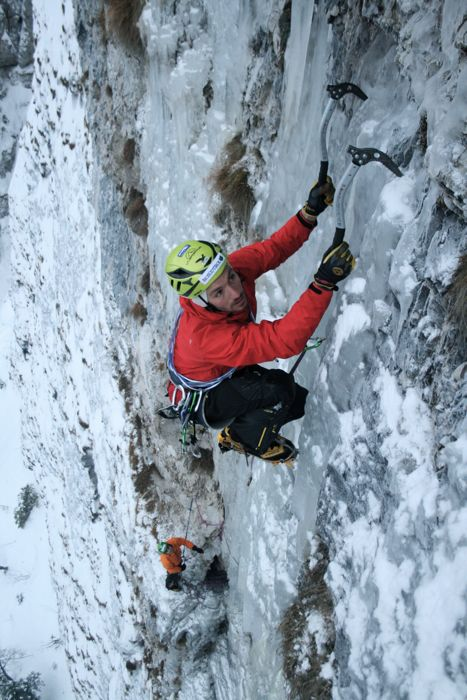 thin-ice-on-4-pitch