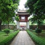 800px-Hanoi_Temple_of_Litterature